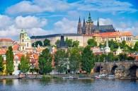 Under vår guidade cykeltur i Prag besöker vi platser dit andra turister inte hittar, men det finns också tid för traditionella sevärdheter. Pragborgen (bilden) är ett av världens största slott och egentligen etthopbyggt område med kyrkor, palats, kloster och andra byggnader.