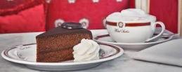 I mål i Wien kan du fira med äkta sacher tårta på Hotel Sacher.