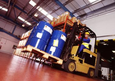 Inom all industriell verksamhet är lagbevakning och en sund kemikaliehantering centralt i egenkontrollen