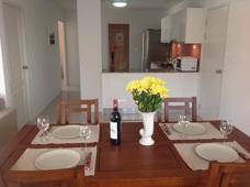 Kök kombinerat vardagsrum Grand Beach lägenhet i Mae Phim