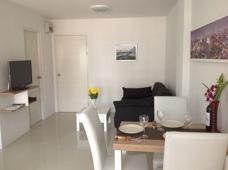 Kök och vardagsrum lägenhetshotell i Mae Phim
