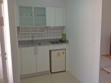 Köket i liten lägenhet på Grand Beach lägenhetshotell
