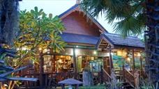 Café och reception på Baan Baitan Resort i Mae Phim Thailand