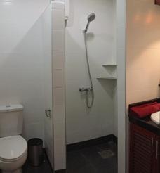 Badrum lägenhet på Palm Leaf Thailand