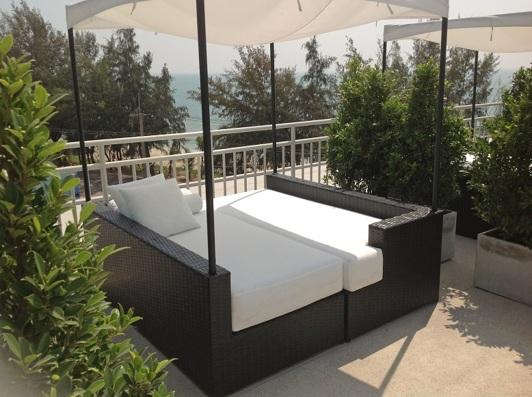 Pool och relaxavdelning på Grand Beach Lägenhetshotell Thailand