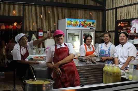 Kökspersonalen på Tequila Sunrise Restaurang Mae Phim
