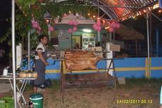 Grillafton på Noi:s Café i Mae Rumphung
