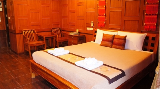 Deluxe cottage Baan Baitan resort Mae Phim