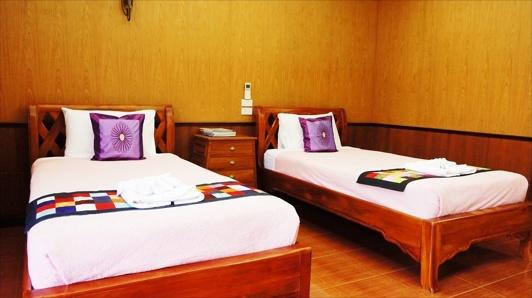 Deluxe Cottage två enkelsängar på Baan Baitan resort Mae Phim