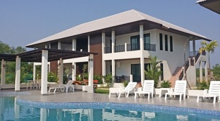 Palm Leaf lägenheter nära Mae phim och Ban Phe i Thailand
