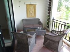 Balkongen i lägenheten på Palm Leaf
