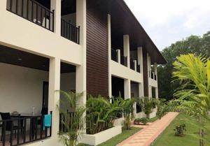 Mae Phim, Palm Leaf lägenhet