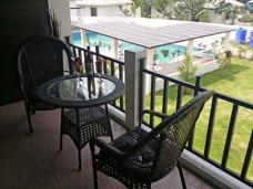 Sor balkong med möjlighet till både relax och sällskap