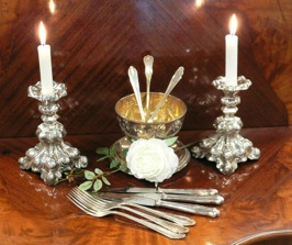 Ljusstakar och bestick i nysilver