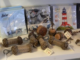 Servetter, kapsylöppnare och nyckelringar i marint / nautiskt