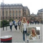 Här står Ann-Helen Ranén och hon är på väg till Gamla Stan i Stockholm.