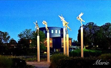 Bild nr. 18 Marie @liten_nyckelpiga har fotograf Konserthuset och Milles änglar i .Stadsträdgården.