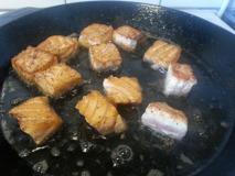 Stek laxen i ca 4 min i baconflottet.