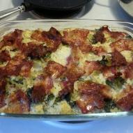 Nu är gratängen klar. Ät kokta potatisar med grönsallad till. Smaklig måltid! :)