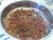 Stek först löken (1 stor lök). Vid stekning av köttfärsen ca 800 gr, krydda med malen svarpeppar, spaghettikrydda, oregano, chilipulver och pressad vitlök.