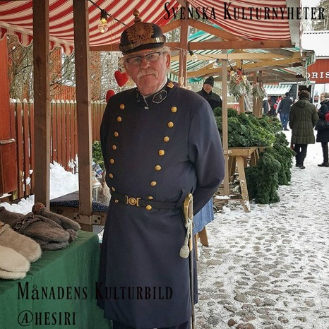 Heléne besökte julmarknaden i Gamla Linköping nu före jul. På plats fanns det också en konstapel .