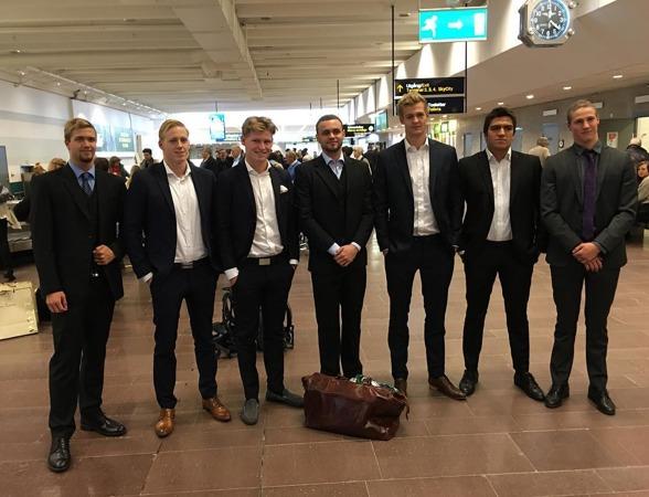 DRESSED TO IMPRESS: BSCs gutter er ankommet Arlanda, Stockholm. FOTO: Flemming Skov Jenssen