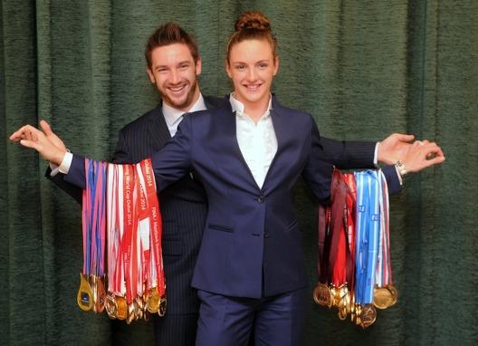 Så här såg det ut 2014 när Katinka Hosszu visade upp sina World Cup medaljer. Lex Hosszu tar bort chansen för henne att vinna dylika mängder med medaljer i framtiden. Foto: Aniko Kovacs