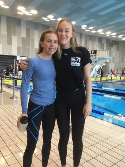 Linnéa från Karpen och Moa från S 71 - simmade i Ystad