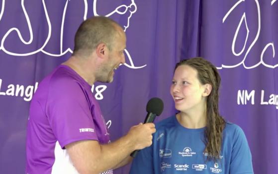Maria Storstein fornøyd etter å ha vunnet 200 fri senior i kanskje tidenes tetteste 200 fri-finale for damer i NM.