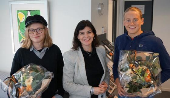 Styrelder i Cultiva, Kjersti Løken Stavrum, med prisvinnere Erlend Evensen (kunst) og Malene Rypestøl (idrett). FOTO: Cultiva Ekspress.