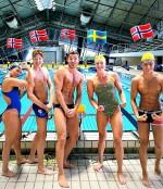 Den norske troppen til VM i Sør-Korea, sammen med Sara Sjøstrøm (Foto Norges Svømmeforbund)