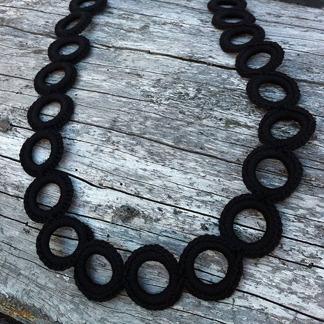 Virkat halsband (Svart) - Virkat halsband (svart)