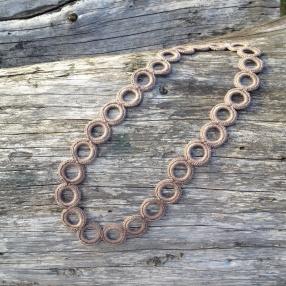 Virkat halsband (mellanbrun)