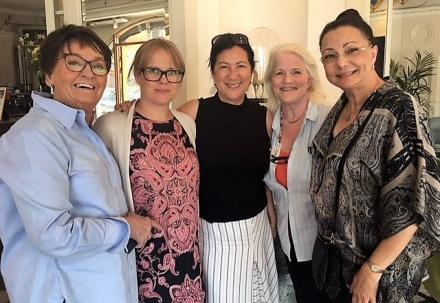 23/5-18 Besök på 7A på Strandvägen i Stockholm för att prata konferenser. Birgitta Backlund, Hanna Gull, Aliya Dahlgren, Lill Viljesten och jag.