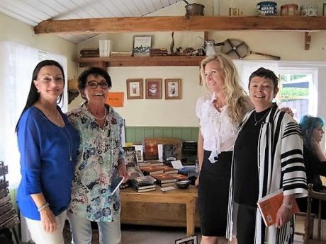 Med Birgitta Backlund, Rose Tillberg Mattsson och Monic Arvidson W på Bagarboden i Grisslehamn