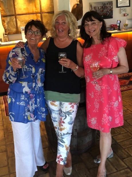 Birgitta Backlund, Britta Ivarsson Possnert och jag i Skolkloster den 6 juni.