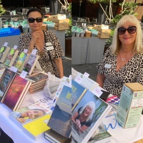 Med Carina Aynsley på Erlandssons Veranda i Gävle, juli-21.