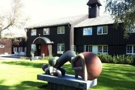 Lysebu, Norges nationalgåva till Danmark, ligger på promenadavstånd från Voksenåsen