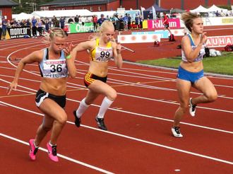 Charlotte i sitt premiärlopp på 100 meter