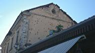 Skott hål i husen , Mostar