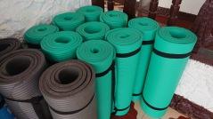 Reiki Yoga mattor finns på plats i Golden Star healing center. Deltar du på annan ort tar med egen yoga matta.