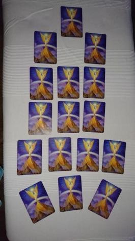 Ann Ahlgren Änglavingar lär ut hur vi ska arbeta med änglakortsläggningar på ett korrekt vis med änglar av ljus. Workshop med Änglakort.