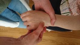 Vi kan hela och förbygga obalanser genom zonterapi och  Reiki.