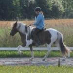 Emma rider in Skjóna