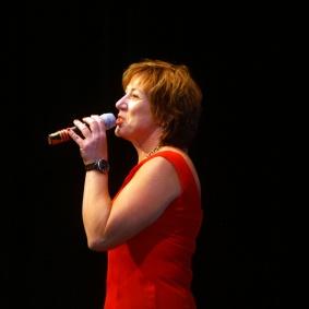 Srorbandets sångsolist Ingrid Lindebratt.