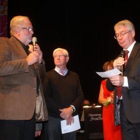Bruno Blomberg, Olle Hjorth och Lars Carlberg från Club Spisas styrelse överlämnade en gåva till Storbandet.