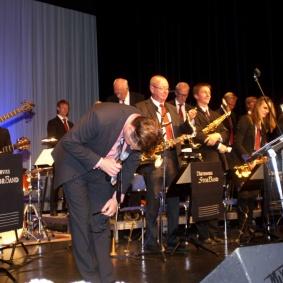 Erik Gullbransson TACKAR Storbandet och publiken för en härlig kväll.