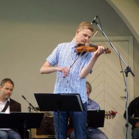 "Samuel Andersson spelar ""Sway"""