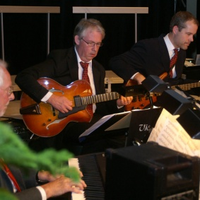 Bengt Tjäder, Leif Hedman, Tobias Redborn.   Trummor Magnus Karlsson.  På trummor även Arne Petersson.