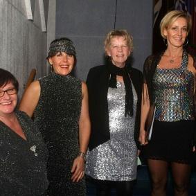 Fyra glada damer ut Cantabile Kören
